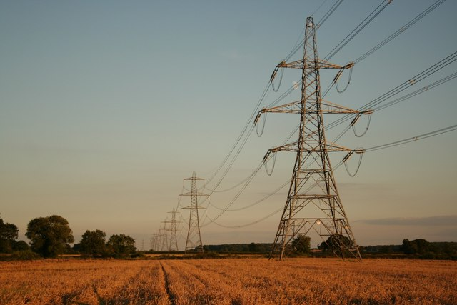 Pylons_-_geograph.org.uk_-_505107